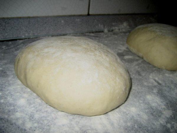 Pizzatészta formázás előtt
