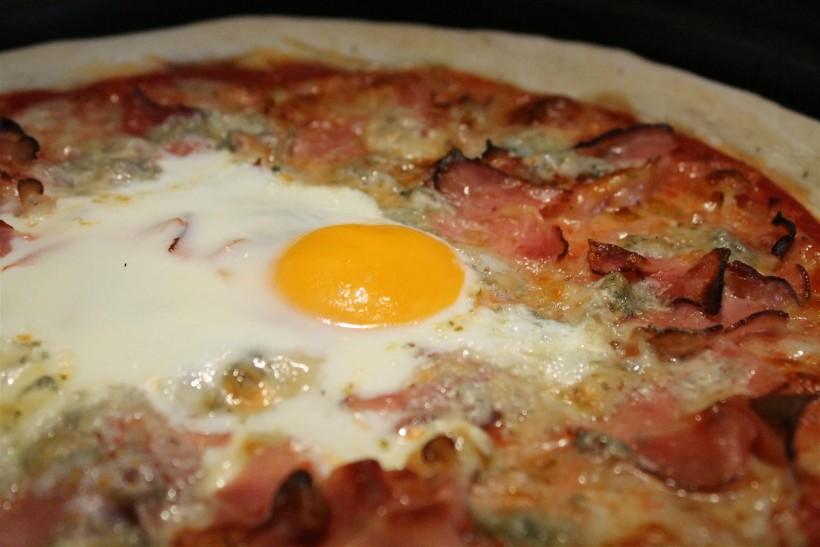 Tojásos pizza (Bismarck) recept