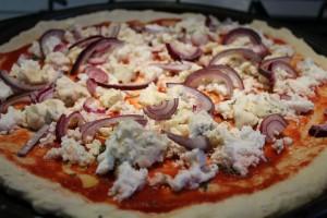 kéksajtos lila hagymás pizza 1